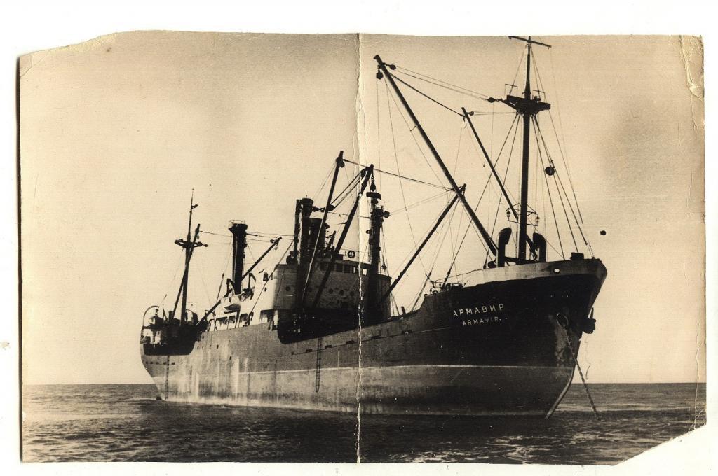 Корабль Армавир на рейде..jpg